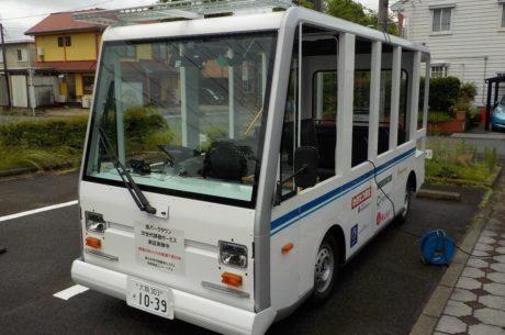 10人乗り小型低速EVバスの写真