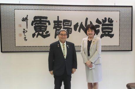 北村大臣と郡市長で記念撮影